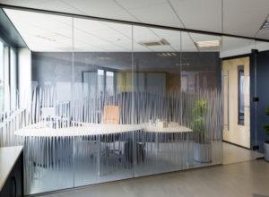 Glazen Wand Met Pendeldeur