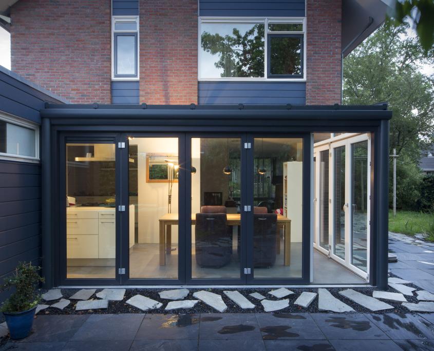 Luxe serre te sneek vriesia bouwen met glas for Glazen uitbouw