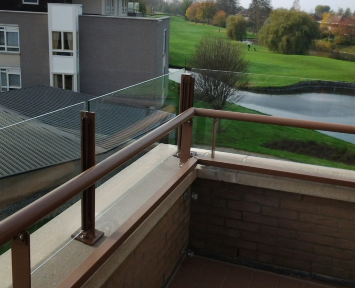 Balkon beglazing van Vriesia
