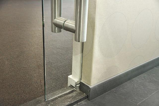 Glazen deur van Vriesia bouwen met glas